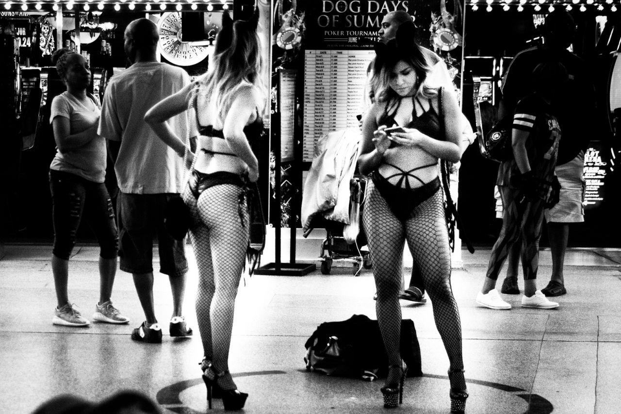 Fremont-Street-Girls